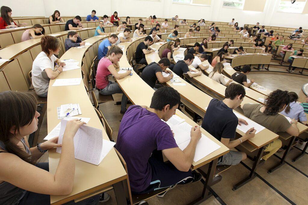 Где лучше образование: в России или в Казахстане