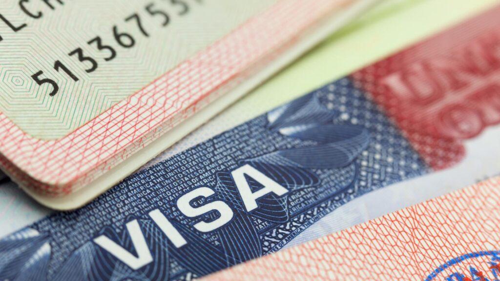 Кто может оформить визу в США из Казахстана