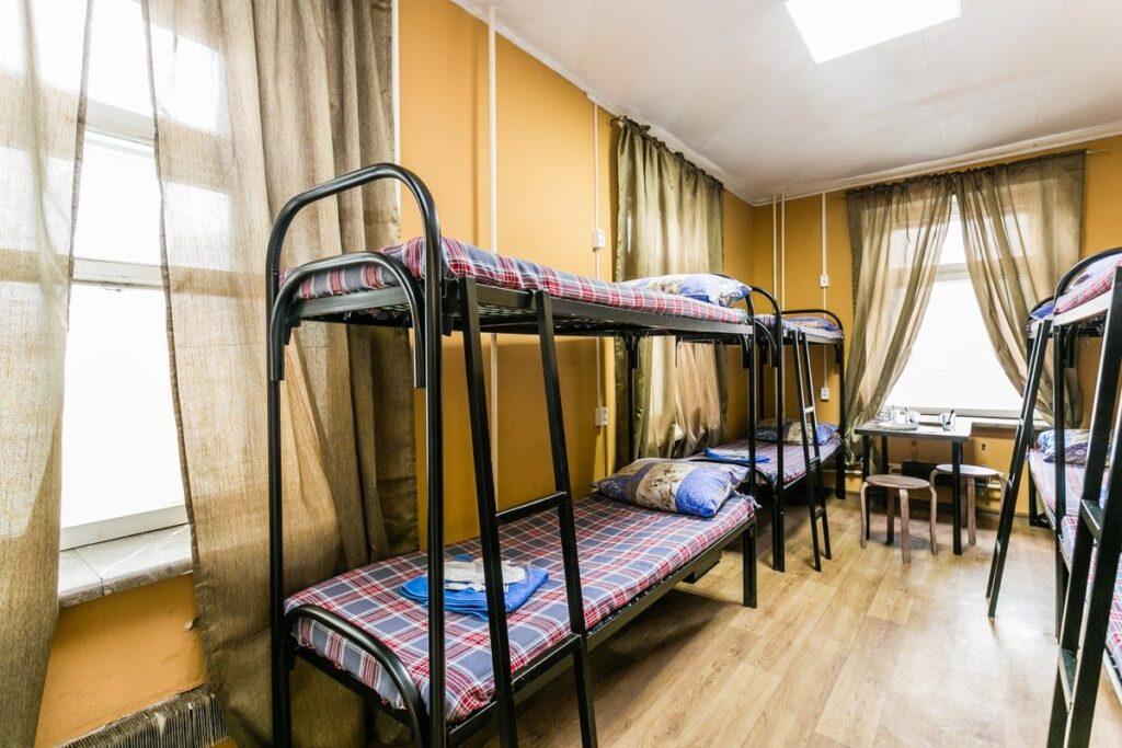 преимущества и недостатки проживания в общежитии